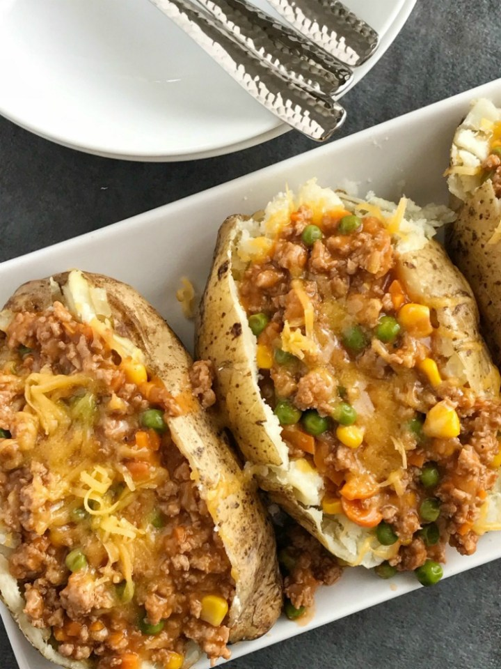 Shepherd's Pie Baked Potatoes | Dinner Recipe | Everything you love about the classic shepherd's pie in baked potato form. A delicious shepherd's pie filling of ground turkey, seasonings, beef broth, and veggies gets loaded on top of a soft potato and topped with shredded cheese. #dinner #dinnerrecipe #potatorecipes #shepherdspie