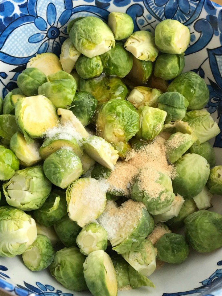 Honey Garlic Brussel Sprouts | Brussel Sprout Recipe | Side Dish | Brussel sprouts roasted in the oven with olive oil, honey, salt, and garlic. So simple, soft and delicious with charred outside. A healthy side dish for dinner. #brusselsprouts #sidedishrecipes #healthyrecipe #recipeoftheday #vegetables