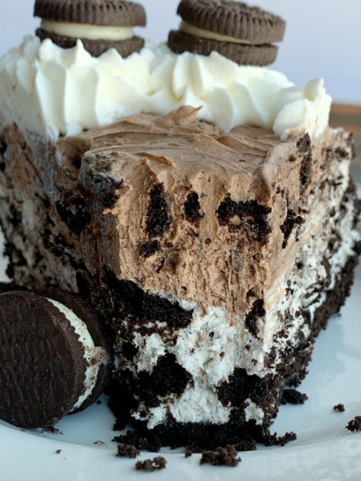 Chocolate Oreo Cheesecake Pie | Oreo Cheesecake | No Bake Dessert | Chocolate Oreo Cheesecake Pie is so easy to make thanks to a prepared Oreo crust, an easy no bake cheesecake filling in chocolate and vanilla cream, and loaded with chocolate Oreo cookies! #nobake #dessertrecipe #oreorecipes #oreocheesecake #cheesecake #recipeoftheday #pie