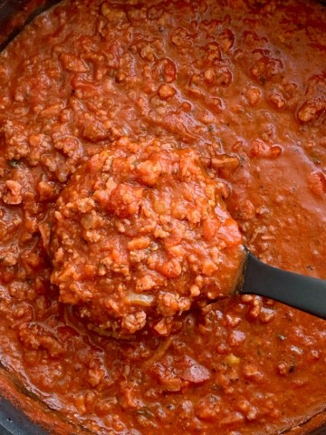 Easy Weeknight Spaghetti Sauce   Easy Spaghetti Sauce   Easy Dinner Recipe   Easy Spaghetti Sauce is semi-homemade and perfect for those busy weeknight dinners. Ground beef and smoked sausage give so much flavor to this spaghetti sauce, jars of marinara, salsa, and some spices give maximum flavor with very little effort in this easy dinner recipe. #dinner #dinnerrecipes #recipeoftheday #spaghetti #pasta