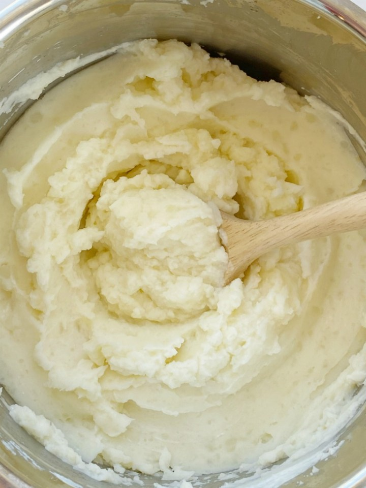 Instant Pot Mashed Potatoes are so fluffy, light, and easy to make right in the Instant Pot! Russet potatoes, whole milk, butter, sour cream, salt, and garlic pepper are all you need for this simple side dish recipe. Or use in any recipe that calls for mashed potatoes.