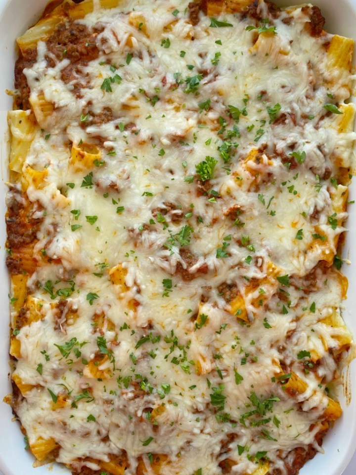 Lasagna Casserole needs no chopping! Easy to make with ground beef, dried spices, spaghetti sauce, rigatoni pasta, and four types of cheese.