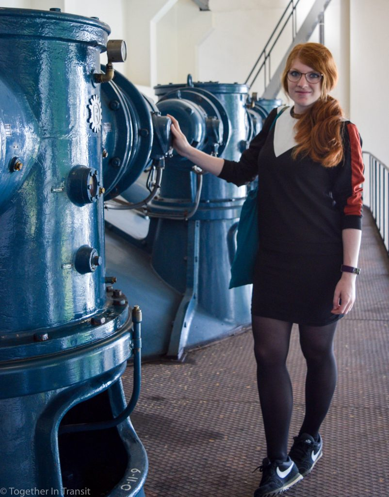 Maastunnel tour me standing next to one of the pumps