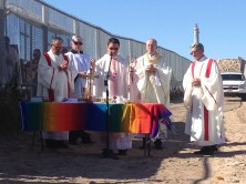 Border fence divides celebrants at Mass along US-Mexico border