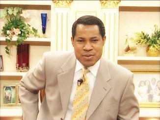 1459393244chrisoyakhilomec Le pasteur Chris Oyakhilome convie les chrétiens à la masturbation[Vidéo]
