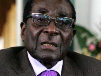 Robert Mugabe Zimbabwé: Mugabé « entre les mains de l'armée », situation tendue