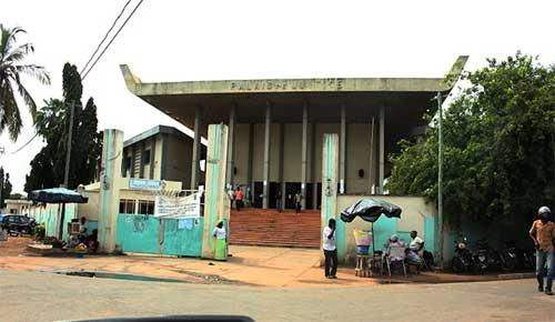 palais justice Affaire des enfants enlevés par le SCRIC : L'erreur à 2,5 millions FCFA à la mère de la juge Okate