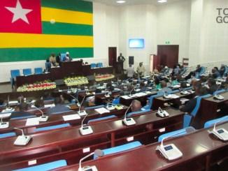 Session pas si ordinaire a l Assemblee ng image full Législatives 2018: un ancien président de l'Assemblée Nationale conteste les résultats