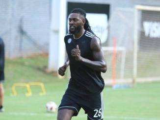 Adébayor Olimpia TogoWeb Paraguay: Adebayor expulsé !