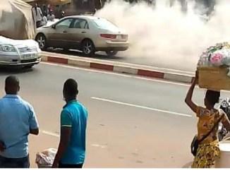 Incendie dune voiture a Kegue Drame: Frayeur sur le route de Kégué dans l'après-midi de ce lundi