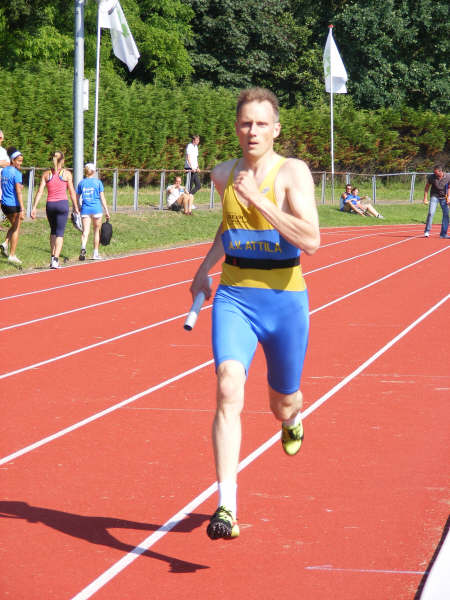In a 4*400 metres relay