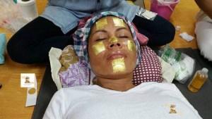 Die Goldfinish Gesicht Massage Massage ist Wellness für Sie und Ihn auch als Top Geschenk für jeden Anlass. Tok-Sen Wien toksen_massage_wien_goldfinish_beauty_spa_wellness_zellerneuerung_gesichtsbehandlung_250_444