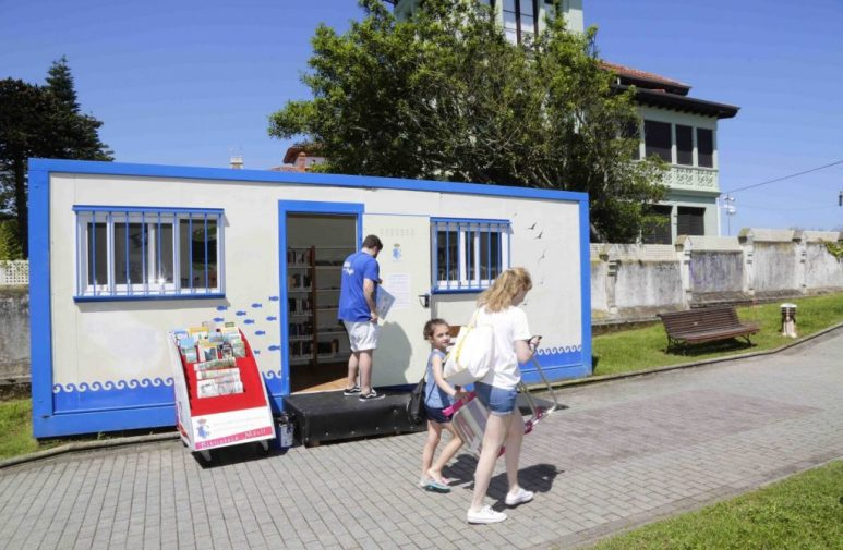 playa con biblioteca en Ribadesella