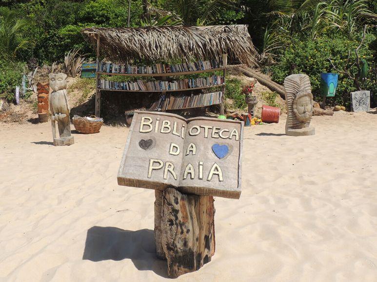 playa con biblioteca en Brasil