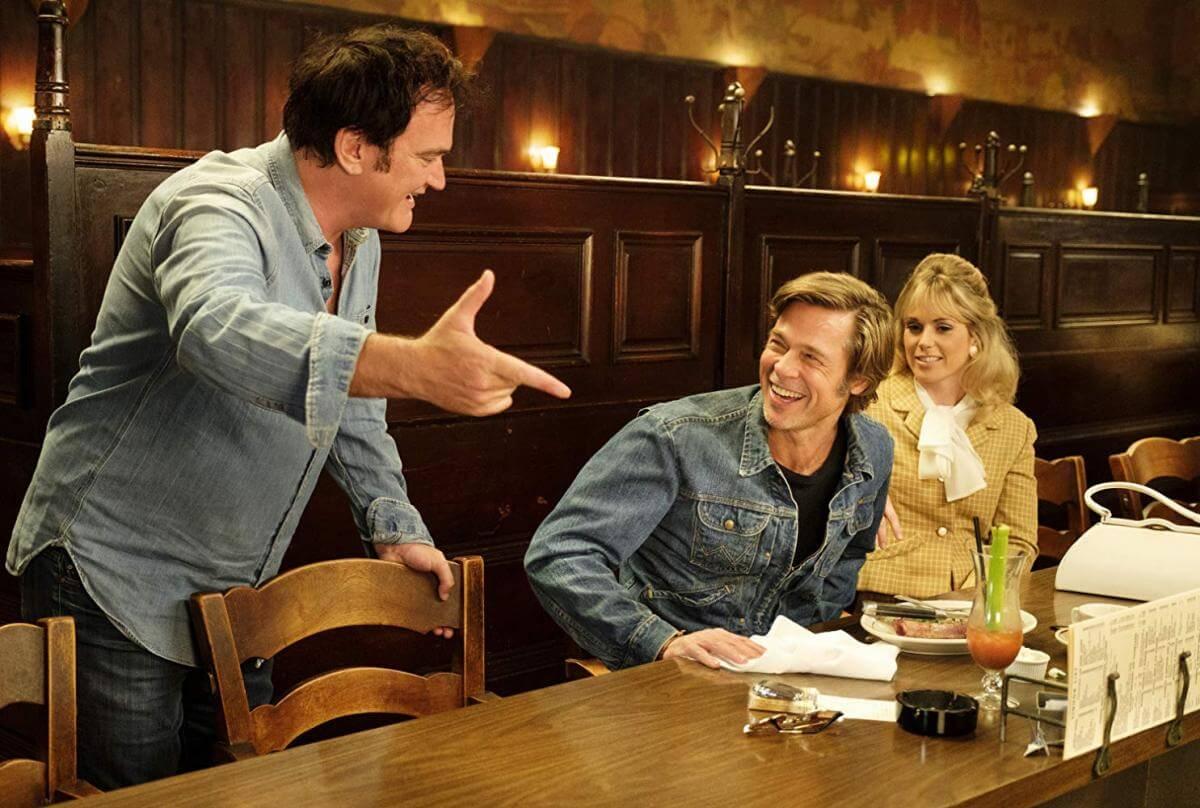 Квентін Тарантіно та Бред Пітт під час зйомок «Одного разу в Голлівуді»