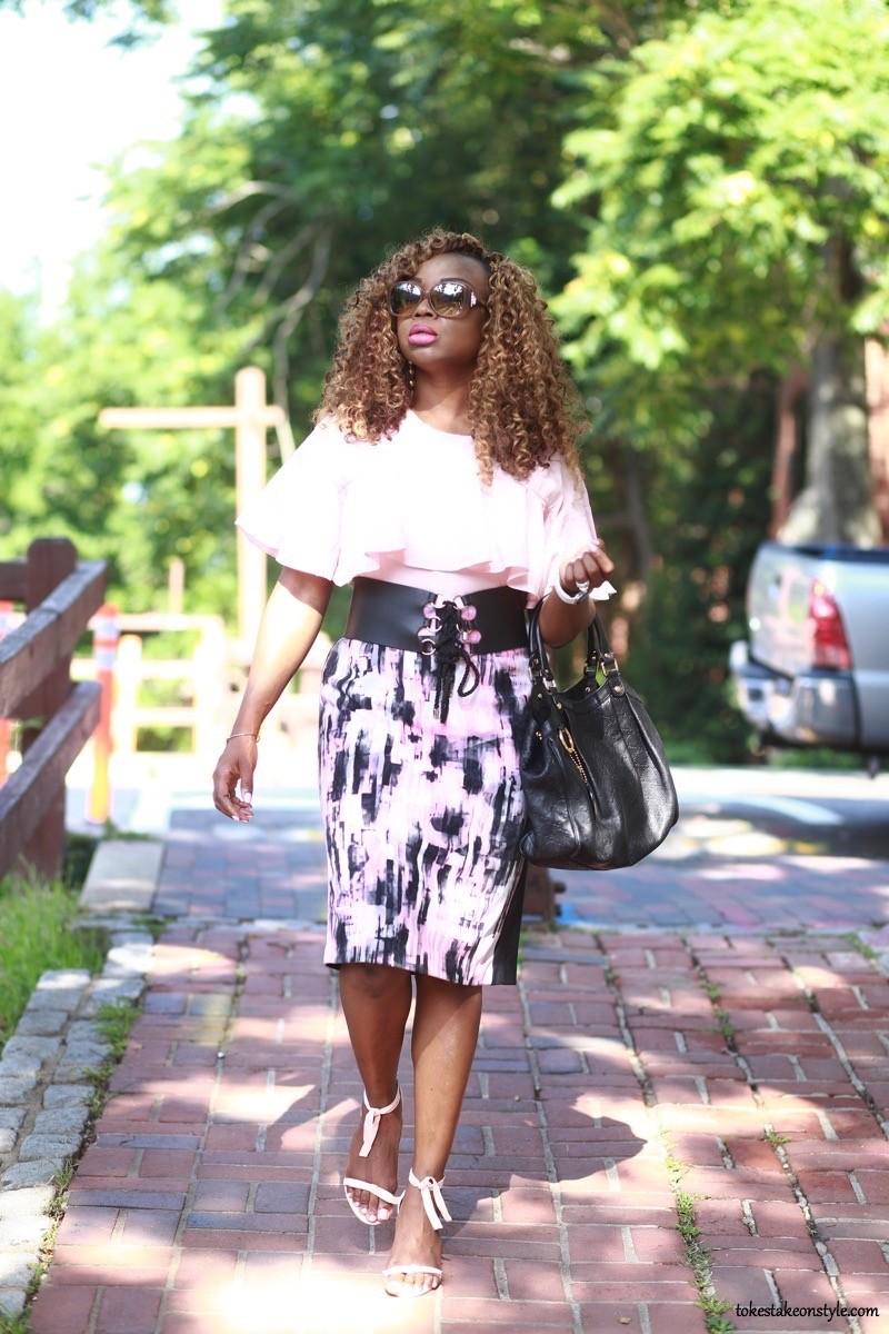 work outfit pink top print skirt black corset belt Gucci bag