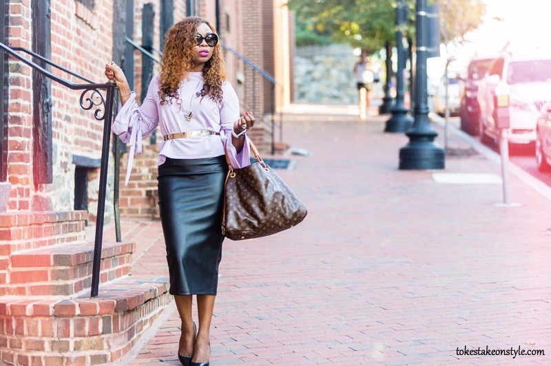 Blogger street style with statement sleeves top