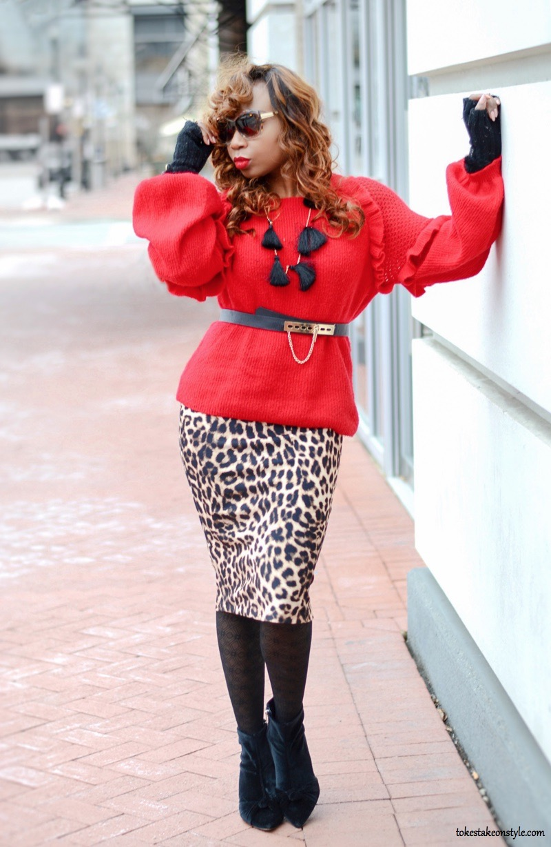 Blogger wearing animal print skirt for fall fashion trend