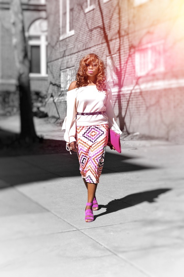 Street style fashion blogger in pink shoes and purse