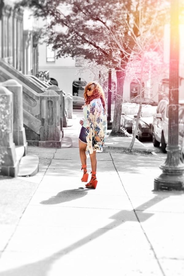 Street style blogger in floral kimono