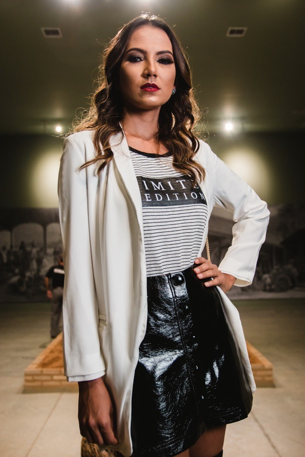 transition-your-summer-wardrobe-to-fall-woman-blazer-leather-skirt