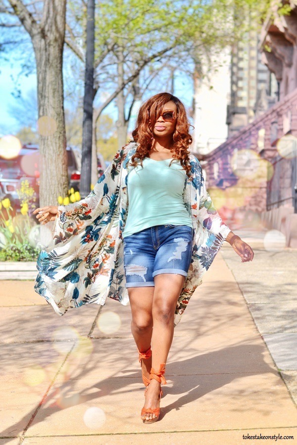 tokestakeonstyle-how-to-choose-shorts-for-every-body-type-denim-shorts-floral-kimono