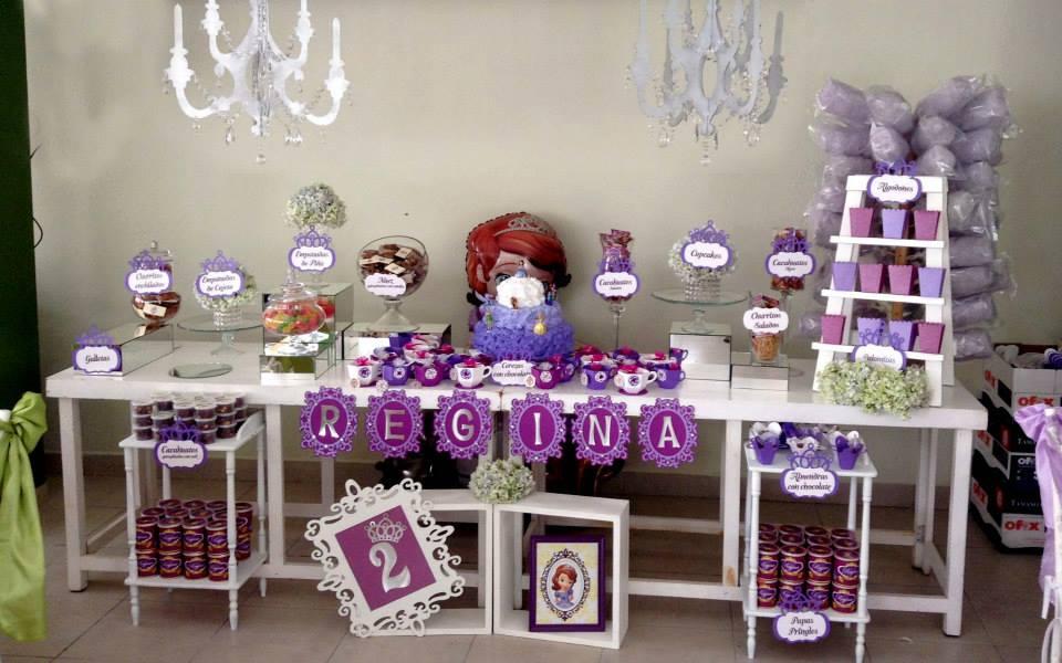 Montajes de mesas de dulces for Decoracion para mesa dulce