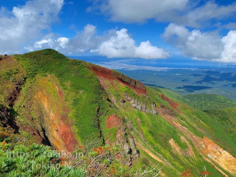 赤倉岳山頂と赤倉断崖