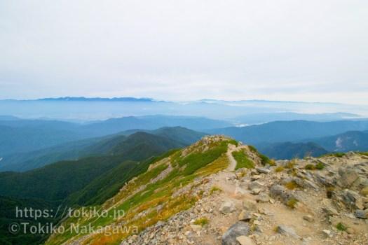 仙丈ヶ岳山頂から中央アルプス・北アルプス