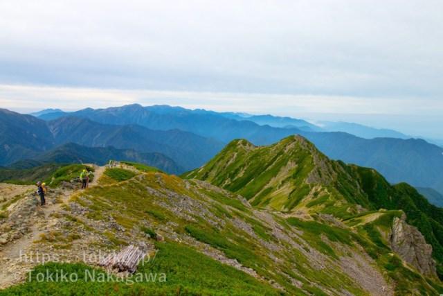 仙丈ヶ岳山頂から塩見岳・悪沢岳・赤石岳・聖岳