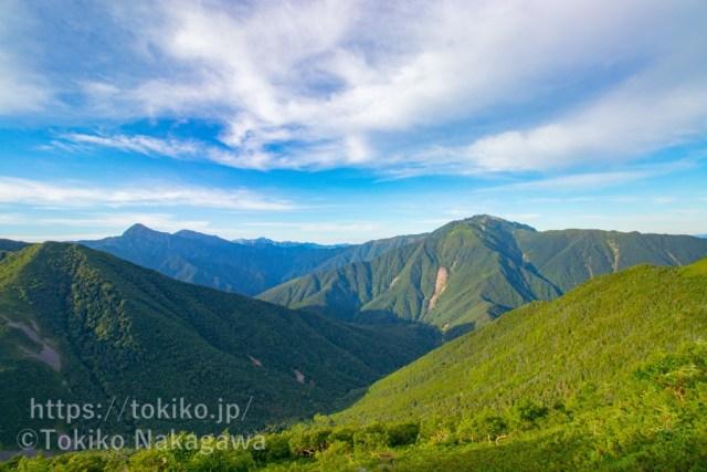 甲斐駒ヶ岳登山道からみた北岳・仙丈ヶ岳