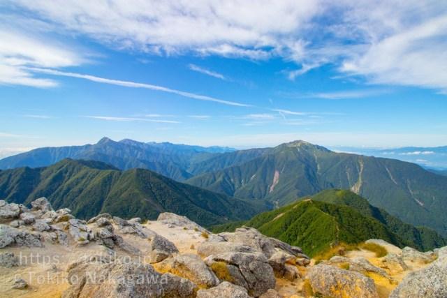 甲斐駒ヶ岳山頂からみた白峰三山・仙丈ヶ岳