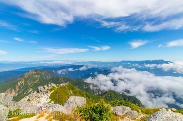 甲斐駒ヶ岳山頂からみた八ヶ岳・北アルプス