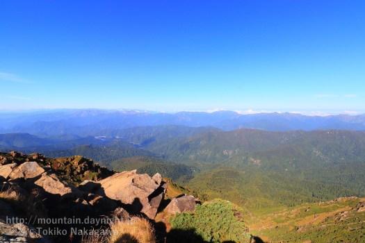 至仏山山頂からみた上信越の山