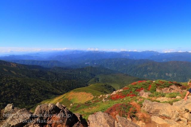 至仏山の紅葉と上信越の山