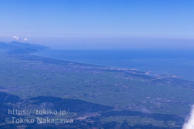 鳥海山登山道から見る庄内平野と日本海