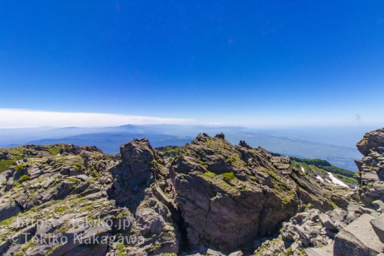 鳥海山新山山頂からの眺望