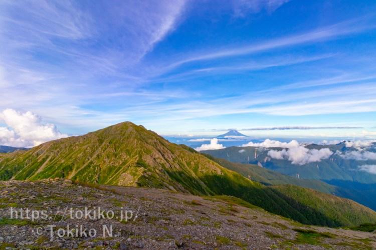 荒川中岳山頂から悪沢岳と富士山