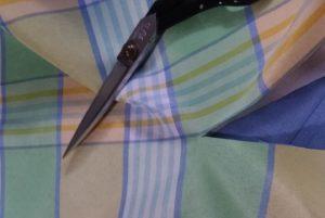 【簡単リメイク】汚れたカーテンの裾を取り替える
