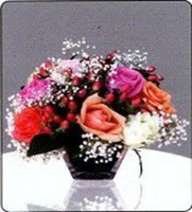 Mix-Roses-in-short-vases