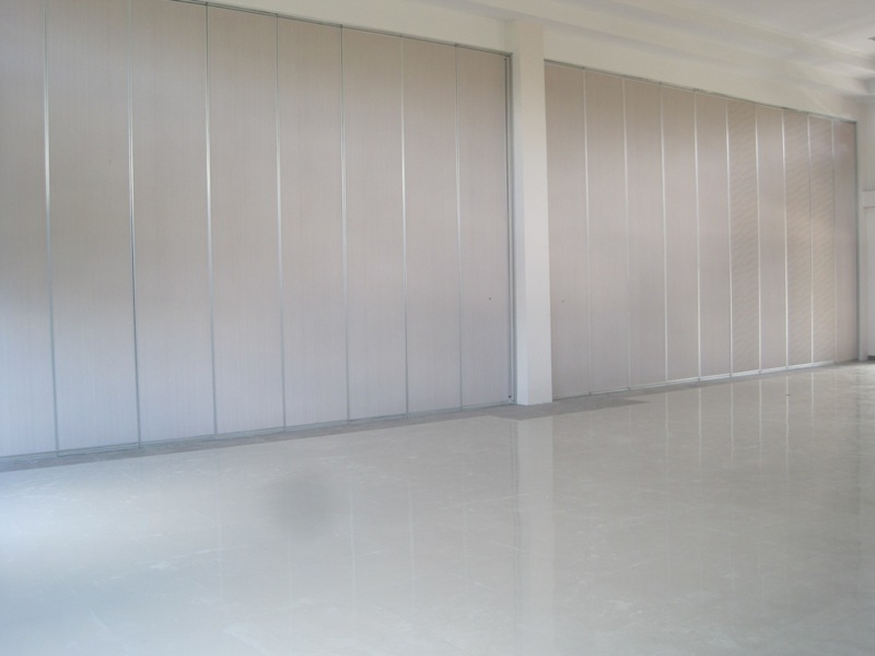 pintu partisi penyekat ruangan
