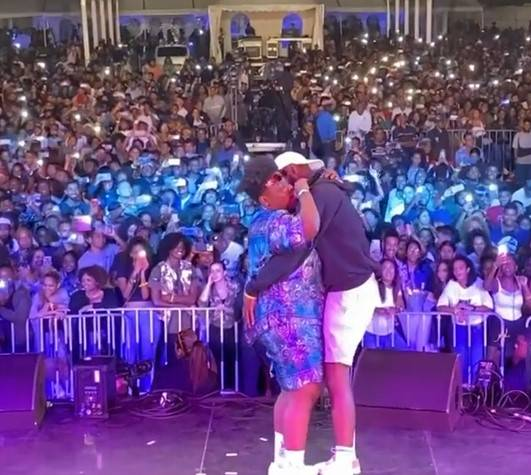 Teni allows Fan Grab her Bum  While Performing
