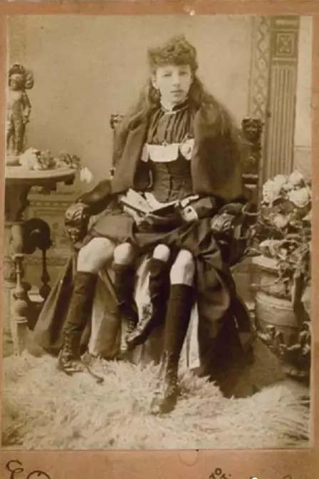 10 Photos That Proves the Lady with Four Legs and Two Genitals Really Existed
