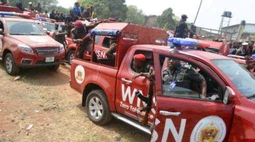 Tension As Amotekun Handed Over 80 Armed Fulani Going To Lagos, Ogun To Nigerian Police (VIDEO)