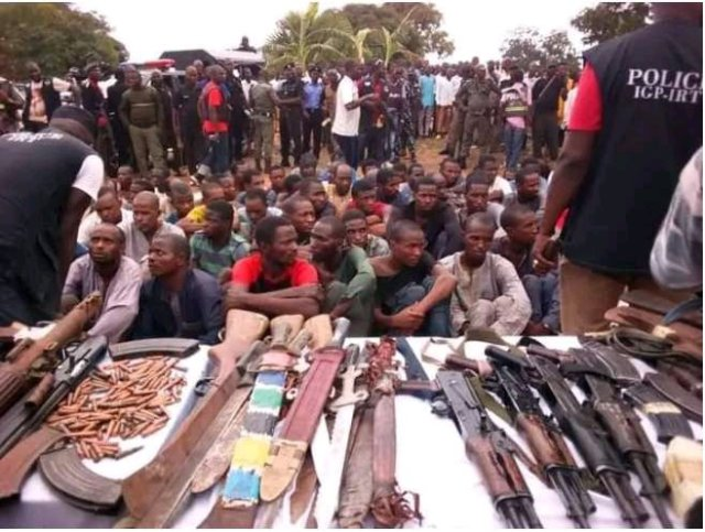 See Photos Of All The Arrested Bandits Revealed By Abba Kyari, See Their Faces and Weapons