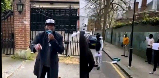 VIDEO: Buhari Harassed in London By Omokri and Other Nigerians During His Medical Trip During