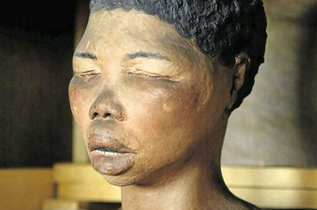 The Sad Story of Sara Baartman, A Black Woman Who Was Showcased Nak£d Together With Animals in London