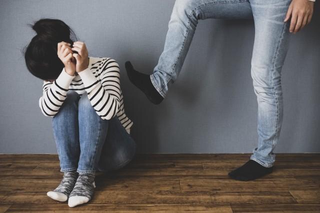 子供に暴力を振るう父親