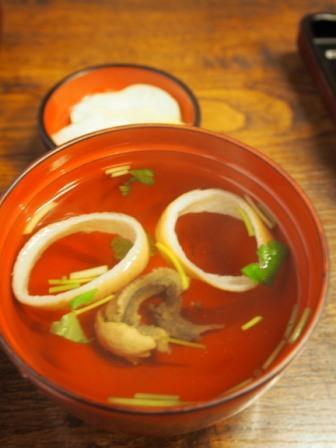 <i>Una-ju</i> (= a bowl of rice with broiled eel) 2,300 yen at Kawatoyo