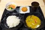 六本木の人気タイ料理、クルン・サイアムのグリーンカレーを社食で!